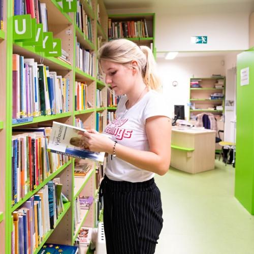 Mistni-Verejna-Knihovna-Horni-Pocernice-20191120-183308-DSCF0684-600